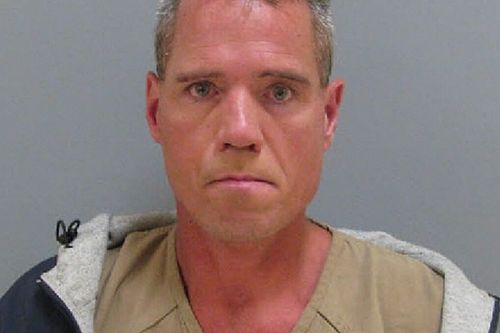 Polícia prende homem que ameaçava jogar bomba em Darlington