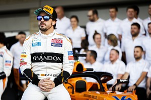 Alonso en NASCAR-ster Jimmie Johnson wisselen van auto