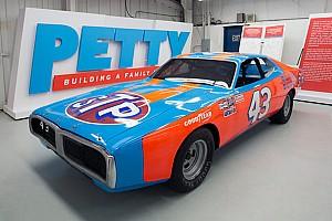 NASCAR Sprint Cup Noticias Richard Petty subastará autos y trofeos ganadores
