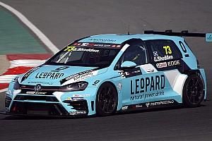 TCR Qualifiche Gordon Shedden conquista la pole a Dubai nella tripletta Volkswagen