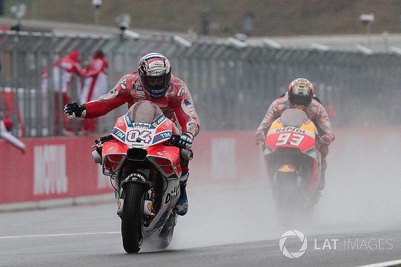 MotoGP日本GP決勝:雨中の大激闘。制したドヴィツィオーゾ今季5勝目