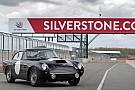 Auto Vidéo - Les nouvelles Aston Martin DB4 GT en piste à Silverstone
