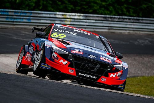 Nurburgring WTCR: Vernay holds off Engstler for first Hyundai win