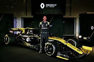 Риккардо впервые проехал за рулем Renault: видео