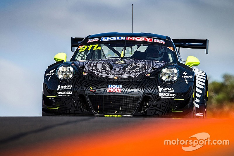 Bathurst 12 Hour: #18 Nissan flies, Porsches lead