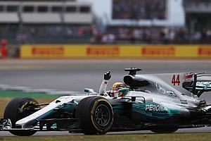 Формула 1 Комментарий Хэмилтон следил за прорывом Боттаса с помощью экранов у трассы