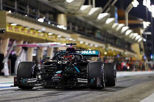 Russell presionó los botones equivocados en el volante del Mercedes