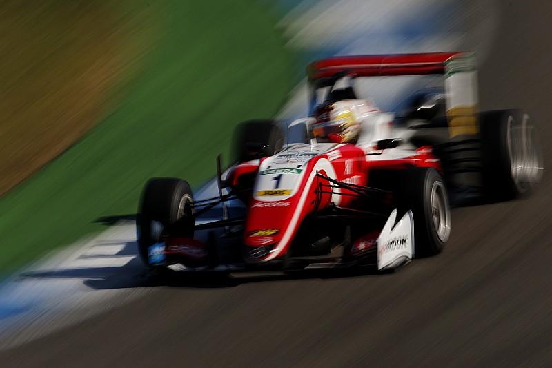 Zhou vence y Ticktum recorta puntos por los problemas de Schumacher