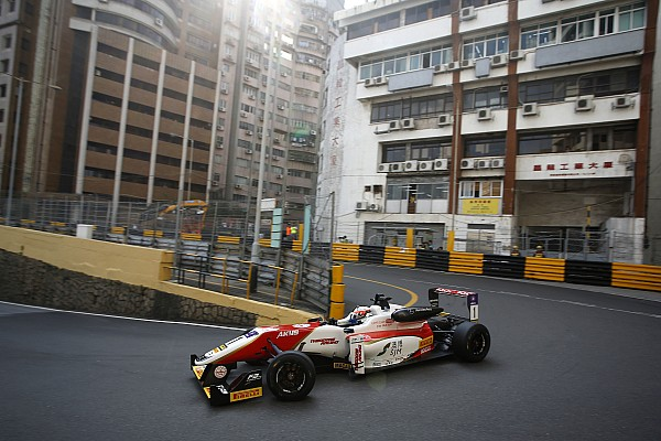 F3 Macau GP: Rosenqvist fastest, Habsburg shunts in first practice
