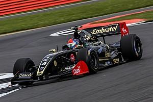 فورمولا  V8 3.5 تقرير السباق فورمولا 3.5: فيتيبالدي يهيمن على السباق الافتتاحيّ في سيلفرستون