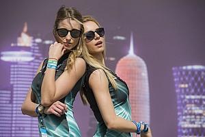 Grid girls da MotoGP roubam a cena na noite do Catar