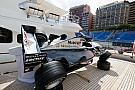 Fórmula 1 McLaren que venceu em Mônaco 1998, é exposta em iate