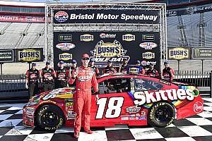 NASCAR Cup Relato de classificação Irmãos Kyle e Kurt Busch dividem primeira fila em Bristol