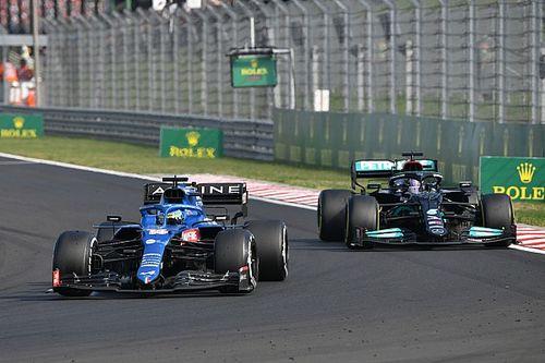 La curiosa conversación de los jefes de Alonso ante su duelo con Hamilton