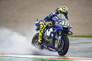 La lluvia no amaina y Petrucci lidera por delante de Márquez y Rossi