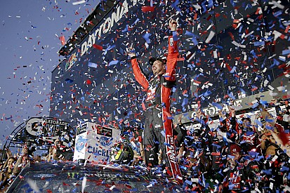 Kurt Busch vince la Daytona 500 all'ultimo giro