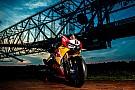 Superbike-WM Fotoshooting: Honda-Superbike trifft größte Maschine der Welt