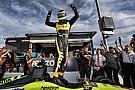 IndyCar Бурдэ выиграл поул на овале в Финиксе