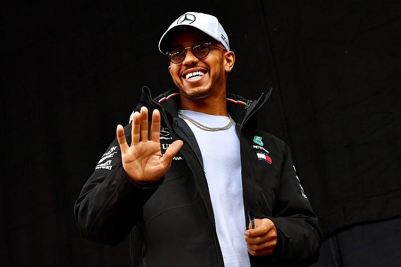 Hamiltonnak nem tetszik, hogy a Ferrari több pénzt kap és mindent megvétózhat