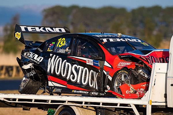 Brutális baleset, 36G-s becsapódás és csigolyatörés a Supercars-versenyen!