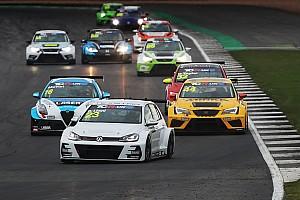 TCR Preview A Knockhill tutti a rincorrere Daniel Lloyd