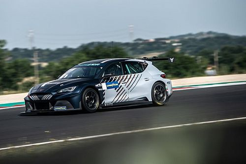 """Azcona: Petrol, electric touring car double duty """"a great challenge"""""""