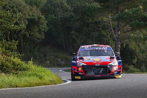 WRC Spain: Neuville surges into the lead as Evans survives scare