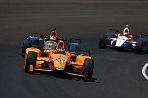 Hamilton nem tartja túl sokra sem az IndyCart, sem Alonso teljesítményét
