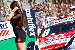 Grid girls roubam a cena nos bastidores da Stock Car