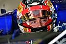 Леклер показал тизер нового шлема для Ф1