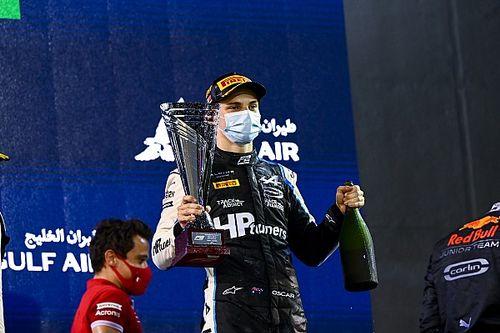 Piastri gana en el caos de la segunda carrera de F2 en Bahréin