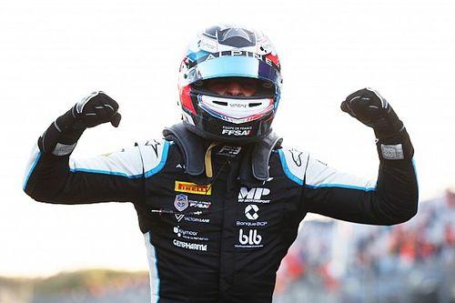 Martins remporte sa 1re victoire, Novalak campe sur le podium