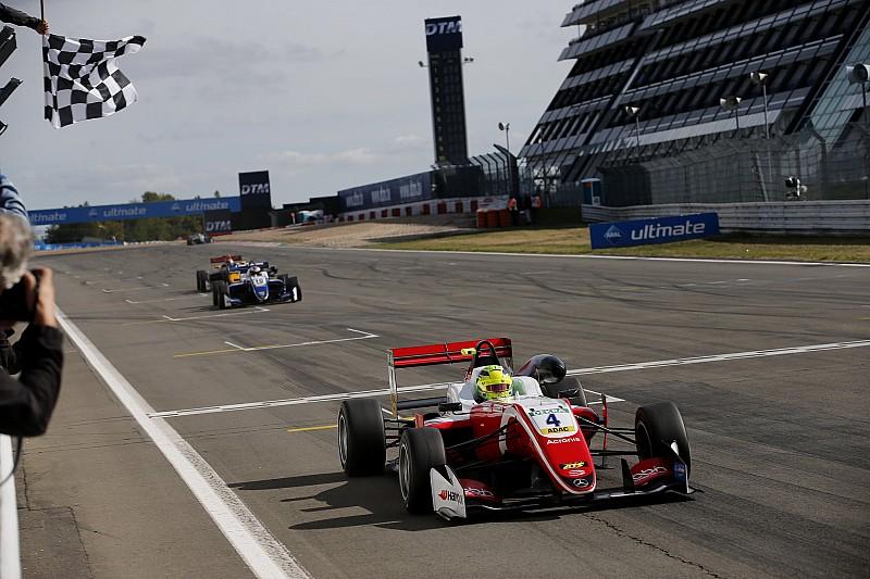 Schumacher ilgiyi kabul ediyor, Red Bull yalanlıyor