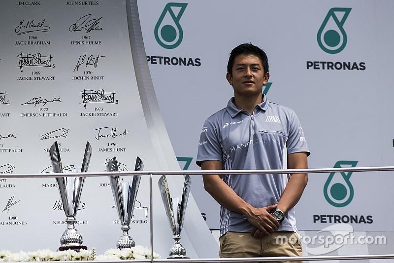 Rio Haryanto mendapat kehormatan di Malaysia, berikan piala di podium GP3