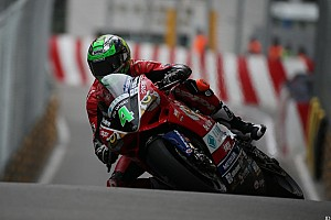 Road racing Qualifiche GP di Macao, qualifiche 2: Irwin e Ducati, pole da record