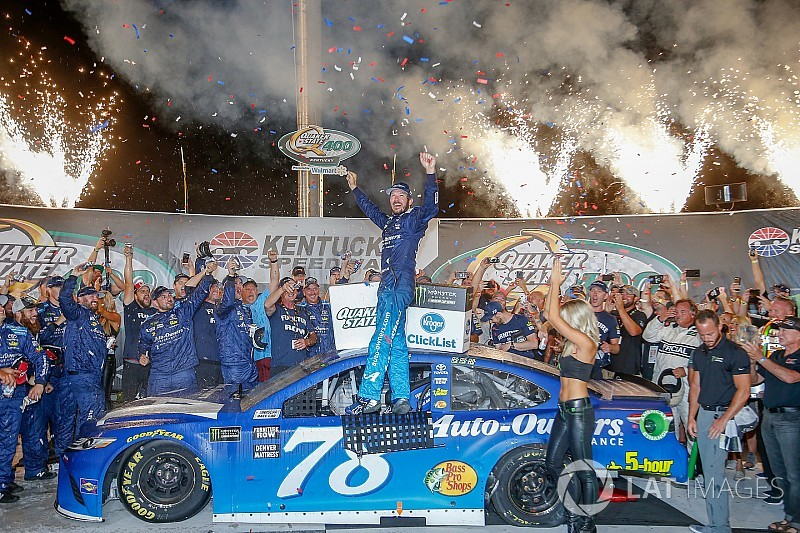 Martin Truex Jr. se lleva una inspirada victoria en el Kentucky Speedway