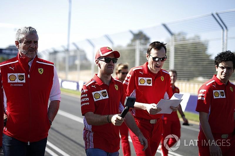 Lauda szerint a Ferrarin nagyobb a nyomás, mert rég nem nyertek bajnokságot