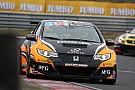 TCR Benelux TCR Benelux: Dubbel voor Van Lagen, Coronel crasht hard