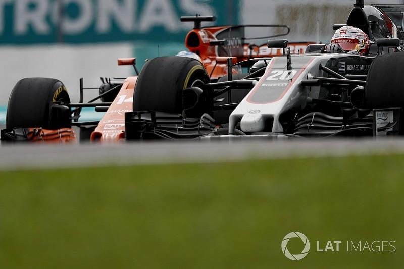 Videón, ahogy Alonso helyrerakja Magnussent Malajziában