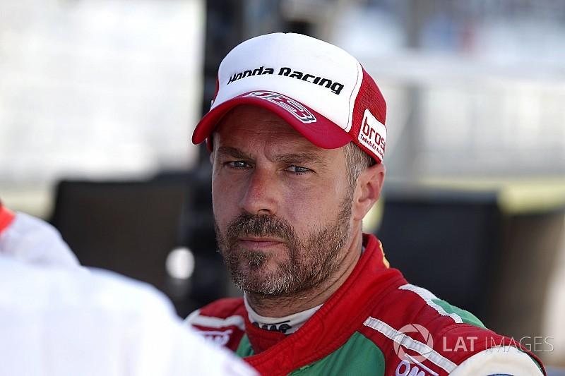 Monteiro afgevoerd naar ziekenhuis na crash Barcelona