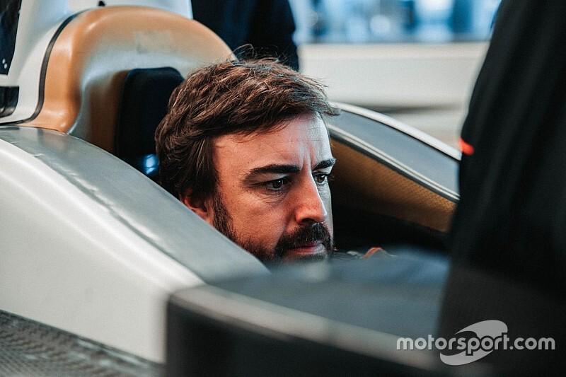 Алонсо прошел подгонку сиденья для Indy 500
