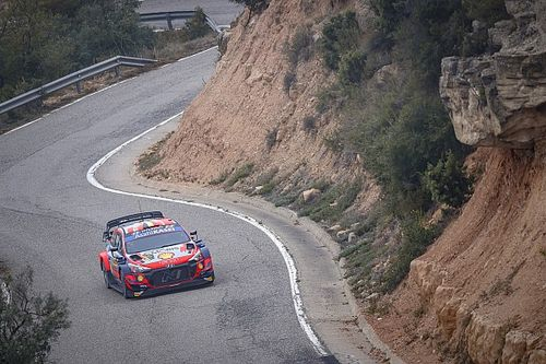 WRC Spain: Neuville pulls clear of Evans on Saturday morning