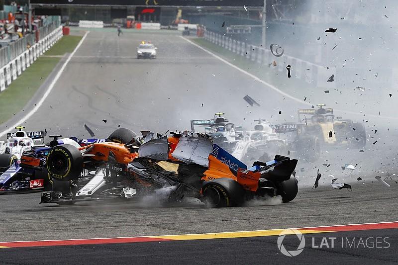 FIA diferencia punições a Grosjean e Hulkenberg em batidas