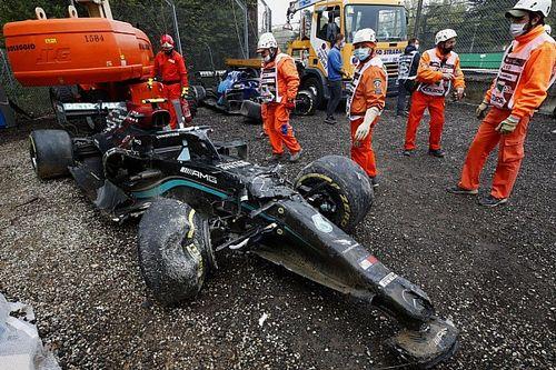 Оба пилота Mercedes вылетели с трассы с интервалом в минуту! И оба раза рядом был Расселл