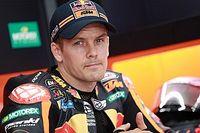 Le pilote d'essais KTM Mika Kallio s'est fracturé une jambe