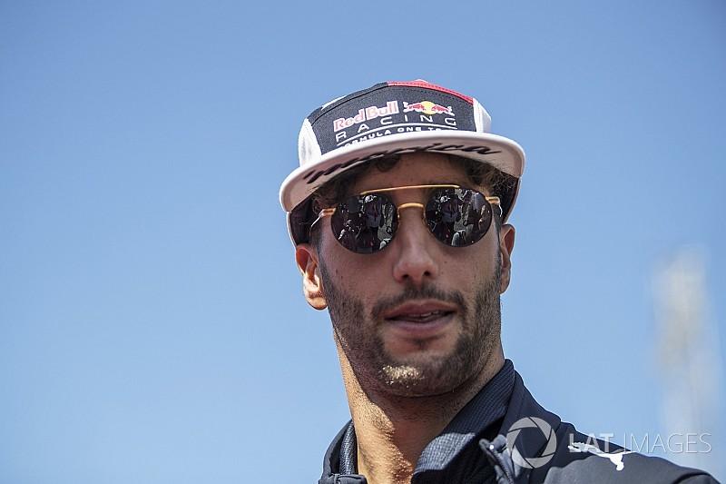 Ricciardo, Red Bull'un 2018'de Mercedes ve Ferrari ile yarışmasını umuyor