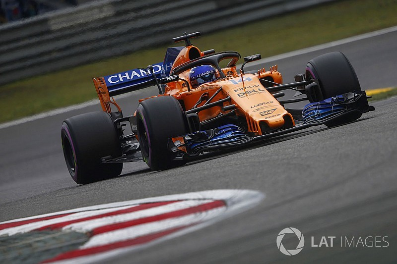 Alonso erkent dat gevecht met Vettel 'niet eerlijk' was
