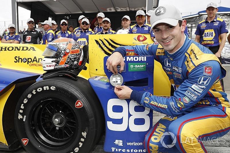 Na última volta, Rossi toma pole de Dixon em Watkins Glen