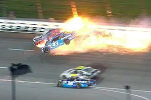 NASCAR Cup Noticias de última hora Almirola queda atrapado en su auto por accidente en Kansas