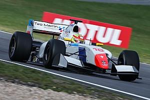 Formula V8 3.5 Reporte de la carrera Alex Palou transforma en victoria su pole en Nürburgring
